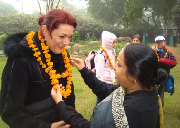 Miss gaby y estudiantes en viaje a la India