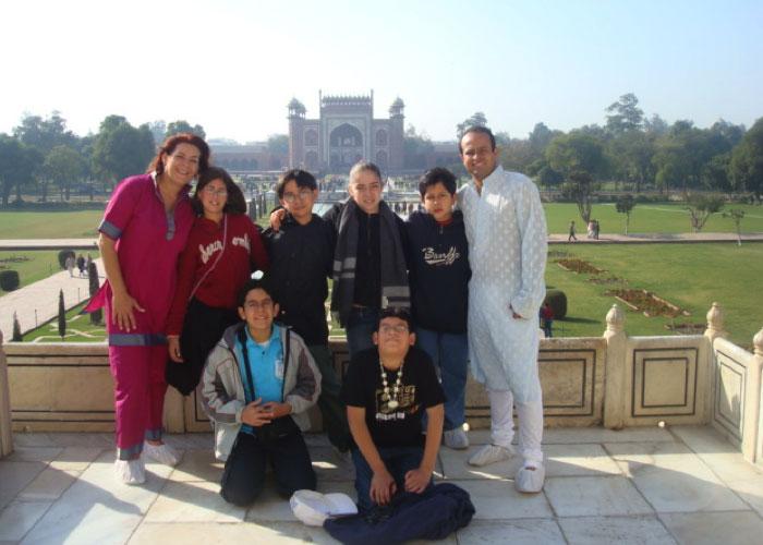 Estudiantes y maestros de VKS Victoria´s School en viaje a la India